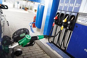В новом году 2015 литр бензина подорожает на три рубля